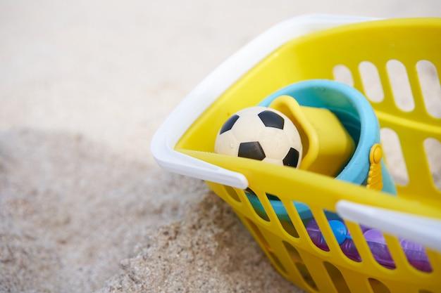 夏の子供のビーチおもちゃ