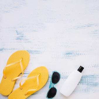 여름 요소와 copyspace 위에 여름 구성