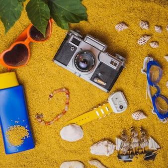 ビーチオブジェクトを持つ夏のコンセプト
