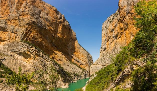 Summer day in congost de montrebei, lleida, spain Premium Photo
