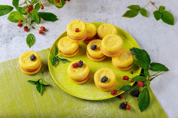 ワイルドベリーと夏のおいしいクッキー。