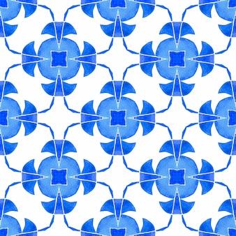 夏のエキゾチックなシームレスボーダー。ブルーの好意的な自由奔放に生きるシックな夏のデザイン。テキスタイル対応の息を呑むようなプリント、水着生地、壁紙、ラッピング。エキゾチックなシームレスパターン。