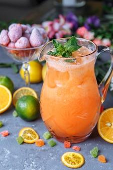 夏のフレッシュコールドドリンク飲料。