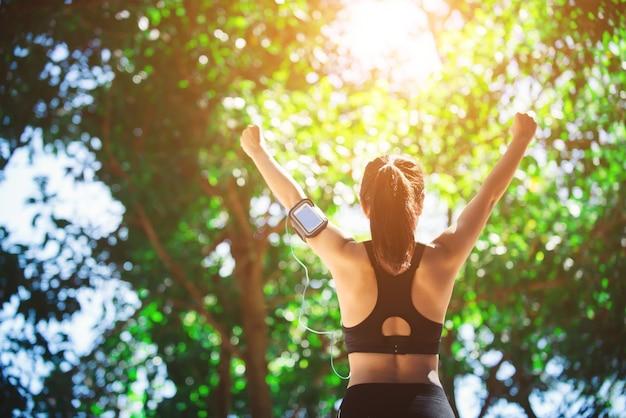 Летний здоровый образ жизни фитнес спортсмен