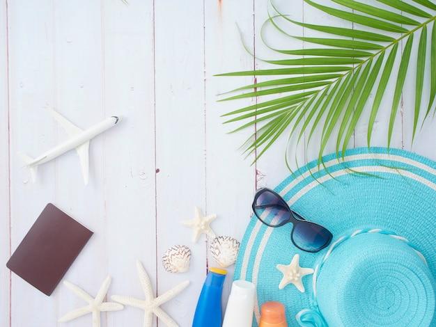 Композиция летнего отдыха с элементами путешествия, вид сверху