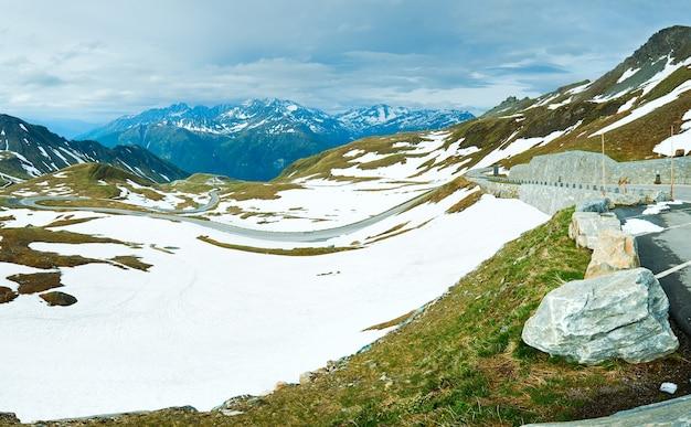 夏、6月アルプスの山のパノラマ、グロースグロックナーハイアルパインロードからの眺め。