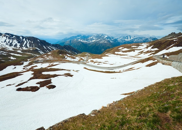 6月夏)アルプス山、グロースグロックナーハイアルパインロードからの眺め