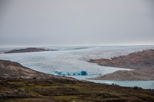 グリーンランドのフィヨルドの夏の風景