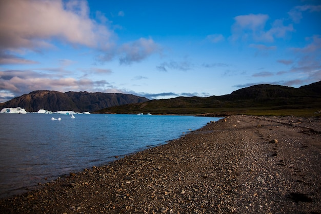 Летний пейзаж в фьордах нарсака, юго-западная гренландия