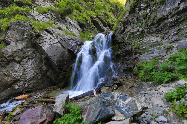 Летний пейзаж с горным водопадом