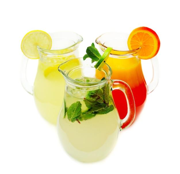 Напиток summer lemonade - с лимоном, апельсином, лаймом и листьями мяты