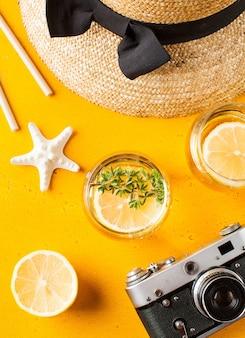 노란색에 여름 레모네이드 밀짚 모자 불가사리 카메라