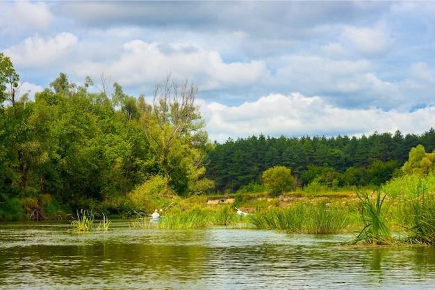 Летняя природа река лесной пейзаж