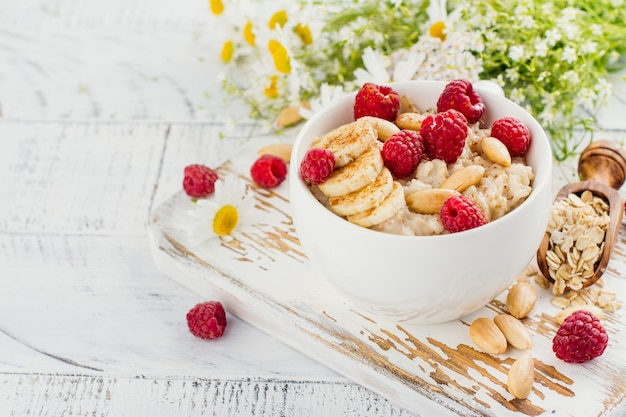 Summer oatmeal porridge