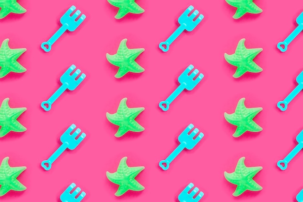 Летний узор с пластиковыми лопатами и морскими звездами