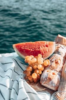 ビーチでの夏のピクニック