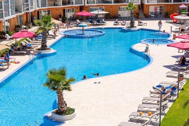 Летняя база отдыха-отель с бассейном