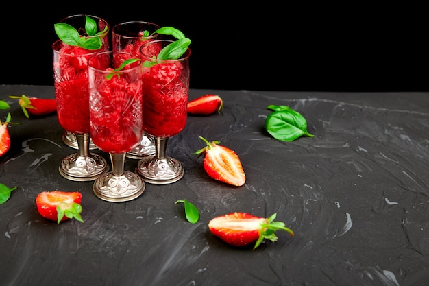 여름 상쾌한 딸기 그라 니타