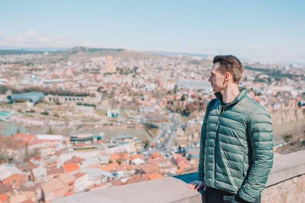 Панорама города тбилиси. старый город, новый парк summer rike, река кура, европейская площадь и мост мира