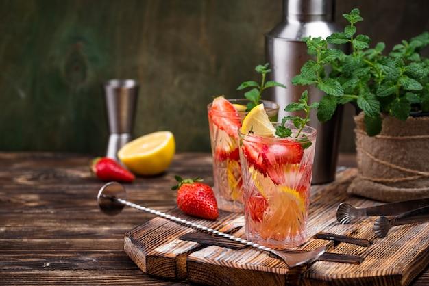 Summer strawberry lemonade with lemon