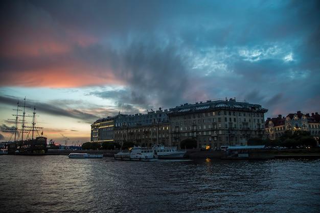 러시아 상트페테르부르크의 여름 일몰 풍경