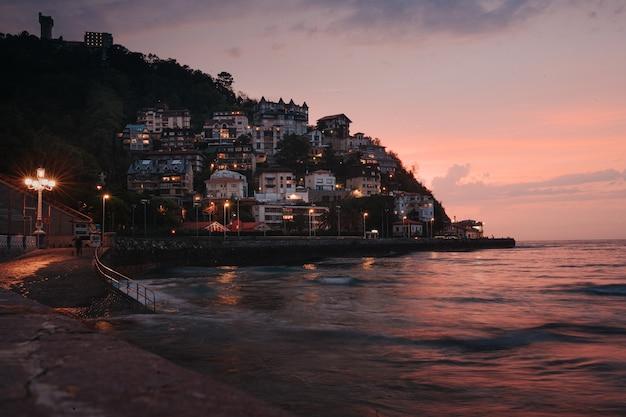 라 콘차 산 세바스티안 해변의 여름 일몰