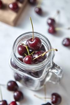 クリーンなオーガニックダイエットのコンセプトとしての夏のおいしい果物