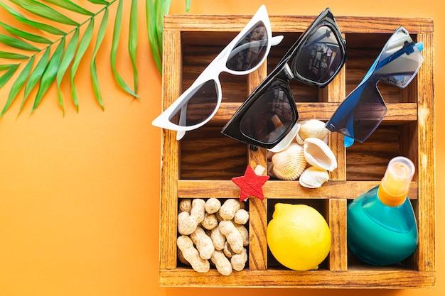 여름 여행 액세서리 바다 바다 자외선 차단제 병 로션 태양 안경 조개 레몬