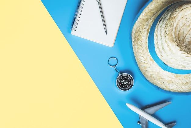 夏の旅行ビーチコンセプト夏旅行ファッションとオブジェクト