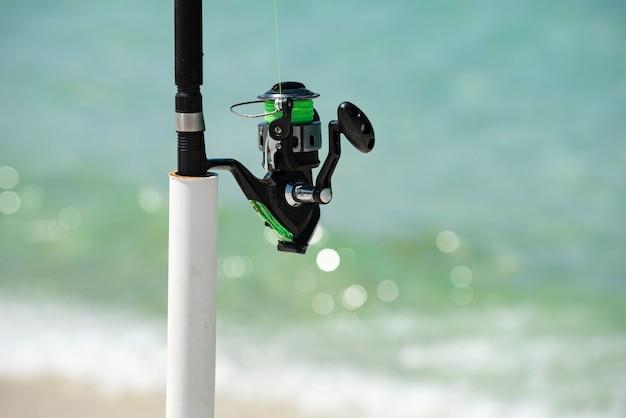 Удочка летних каникул в море спиннер удочка расслабляющий морской пейзаж