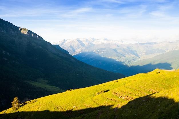 Летний вид горного луга