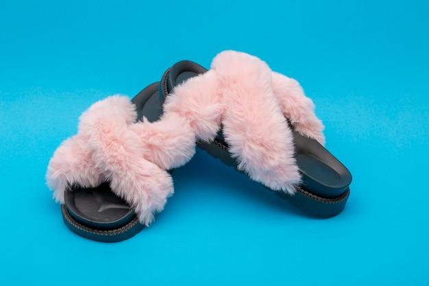 Summer women's sandals with pink down fluff