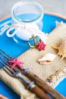 여름철 해양 테이블 설정