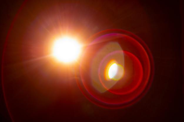 Солнечные блики на черном фоне