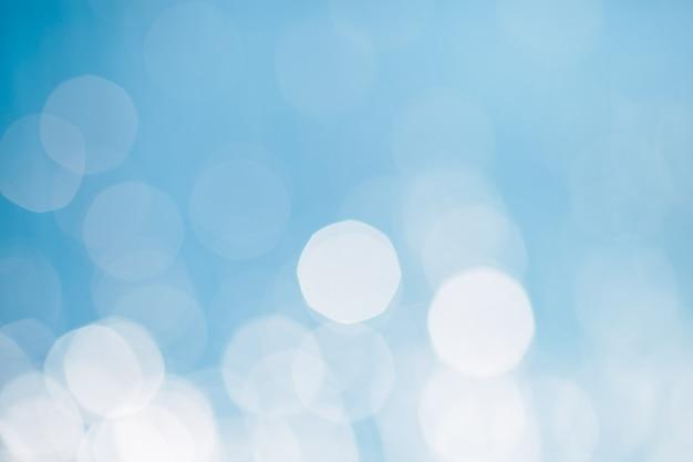 海または海の水に反射または輝くグリッター。