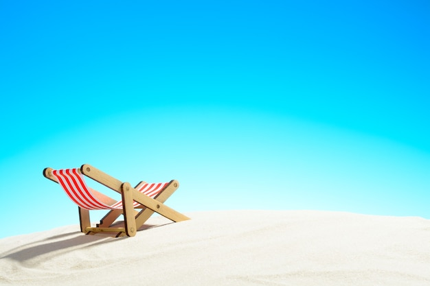 복사 공간 여름 배경으로 모래 해변과 하늘에 태양 안락
