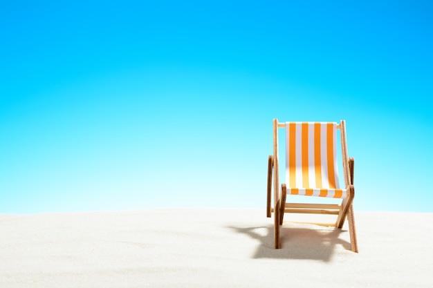 모래 해변, 하늘 복사 공간에 선 안락