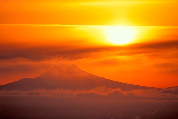 Sun over mt。フード