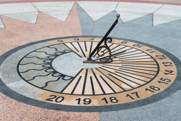 Sundial showing the time
