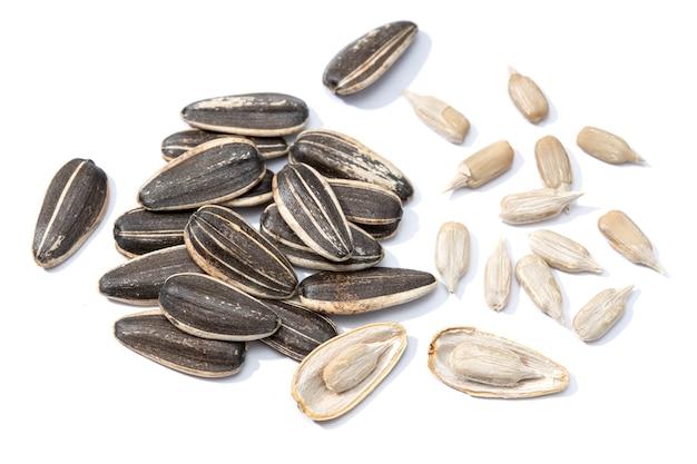 Семена подсолнечника изолированы. семена подсолнечника