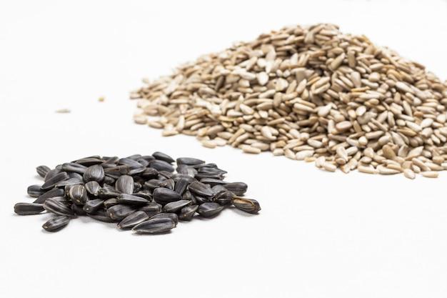 Семечки подсолнечника природный источник йода и кальция. концепция здорового питания.