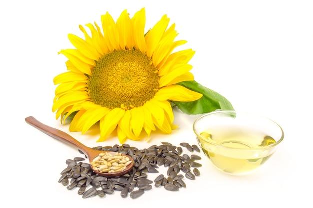 白で分離された油と種子とヒマワリ