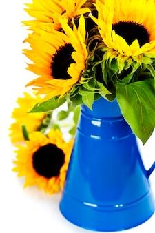 青い花瓶のひまわり