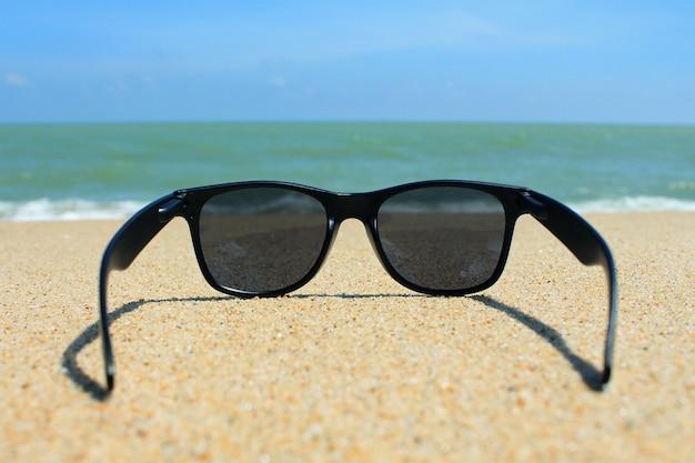 해변에서 선글라스