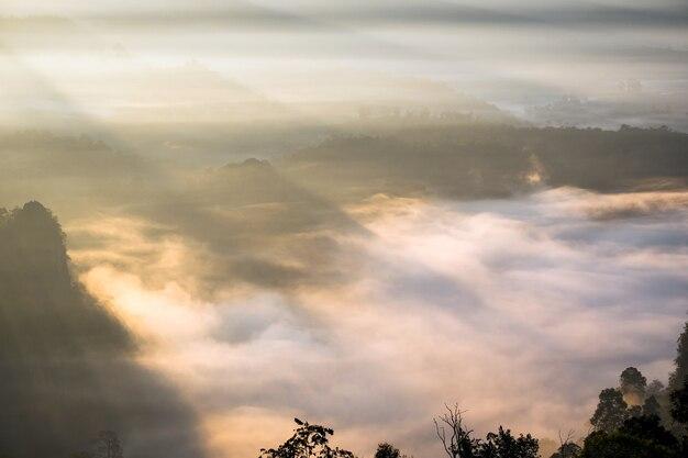 아침 안개 계곡에 햇빛, 반 자보, 매 홍 손, 태국