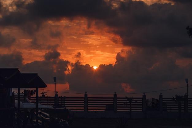 Солнечное небо и облака