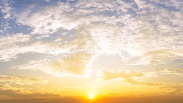 일출과 구름 하늘 자연 배경