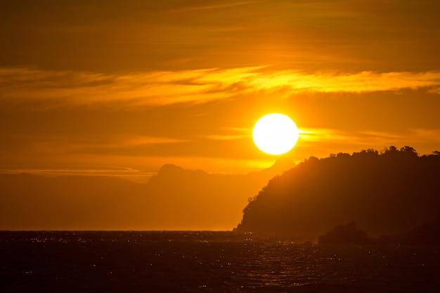 Восход солнца на островах липе