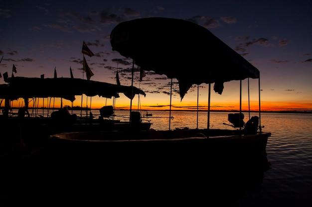 Восход красного моря лотоса удон-тхани, таиланд