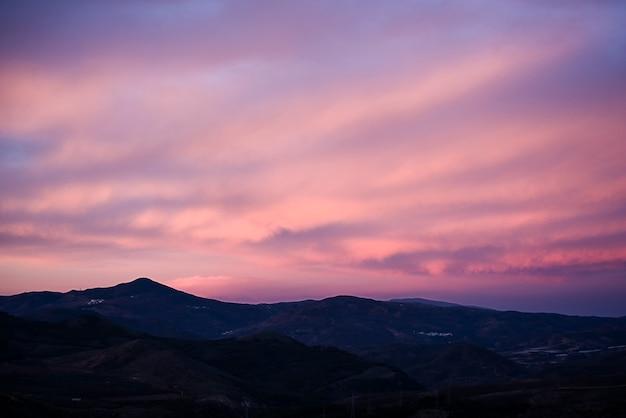 Alpujarra에서 산 너머 일출